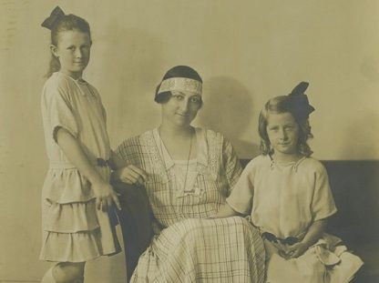 Pat (far left), Paquita and Jessica Mawson, c. 1920s